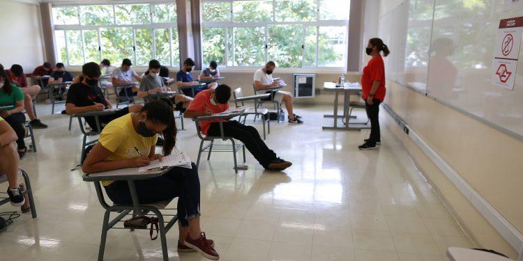 Estudantes durante prova de vestibular: para entidade de professores, novo modelo  de Ensino Médio irá prejudicar o aprendizado - Foto: Leandro Ferreira/Hora Campinas