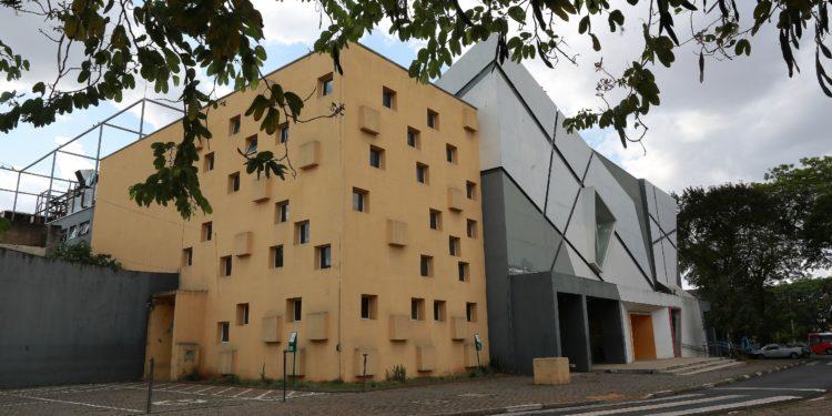 A prefeitura de Campinas (SP) decidiu nesta sexta-feira (23) a reabertura de teatros, museus e espaços culturais  a partir da próxima semana.  Na foto o Teatro Castro Mendes.