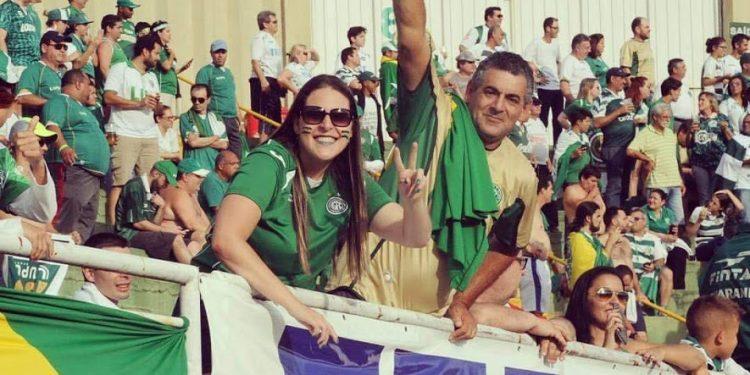 Fernanda Machado, ao lado do pai Jolnei Machado, sente falta do clima que acompanha as arquibancadas do Brinco. Foto: Arquivo Pessoal