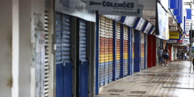 Comércio e atividades consideradas não essenciais fecham as portas durante lockdown no Distrito Federal. Foto: Agência Brasil