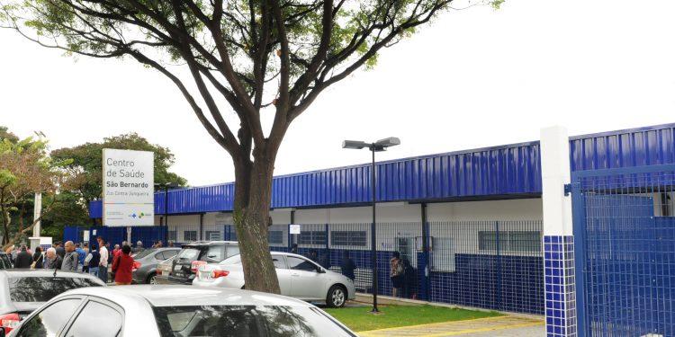 Entrada do CS. São Bernardo, um dos 14 centros de saúde que permanecerão abertos neste final de semana para atender casos suspeitos de Covid. Foto: Divulgação