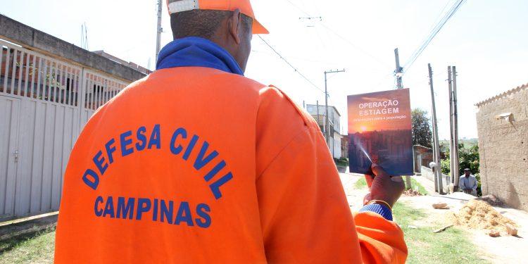 Defesa Civil em ação em Campinas. Frente fria que chega  em abril, levou coordenadores a prorrogarem medidas de prevenção de desastres. Foto: Divulgação \ PMC