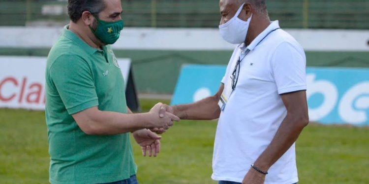 Presidentes Ricardo Moisés, do Guarani, e Tiãozinho, da Ponte Preta, cumprimentam-se antes do último Dérbi - Foto: Ponte Press/Álvaro Jr.