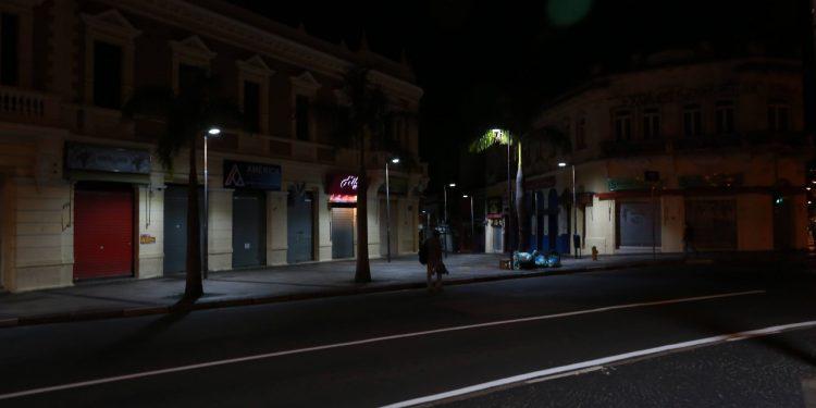 PPP da Iluminação vai prever modernização dos atuais 120 mil pontos de luz, com uso de lâmpadas de LED e telegestão. Foto: Leandro Ferreira \ Hora Campinas