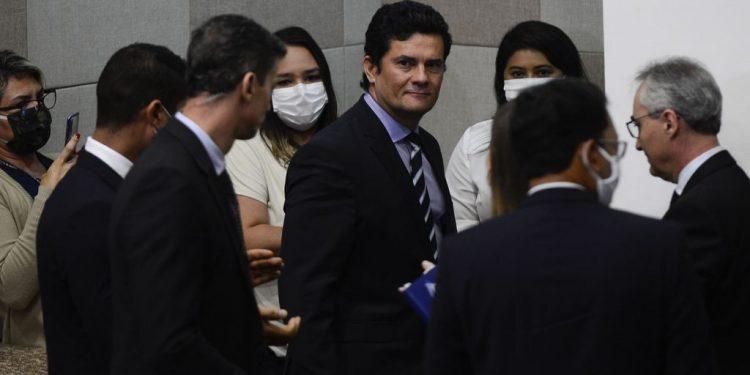 O ex-ministro da Justiça e Segurança Pública, Sergio Moro, fala à  imprensa após anunciar a sua saída do governo em abril do ano passado Foto: Marcello Casal Jr/Agência Brasil