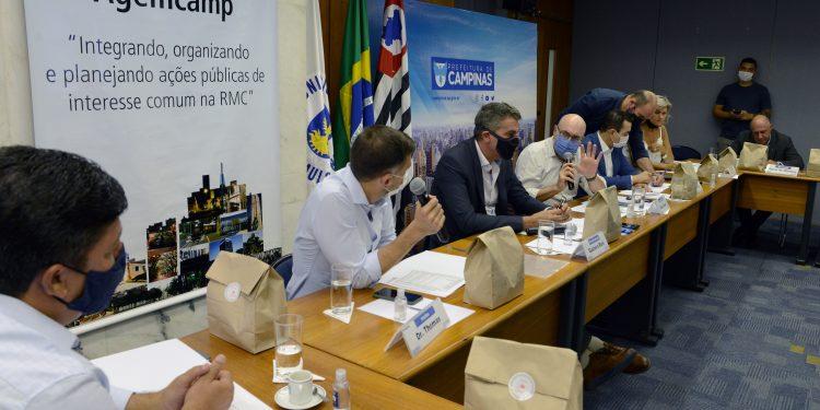 Reunião de prefeitos da RMC, na Agemcamp. Preocupação dos gestores é com a circulação de pessoas durante o feriado na Capital. Foto: Divulgação \ PMC