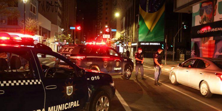 Bloqueio da operação Toque de Recolher na regiãoo central de Campinas, das  20h e 5h. Os motoristas são orientados a voltar para casa. Foto: Divulgação \ PMC