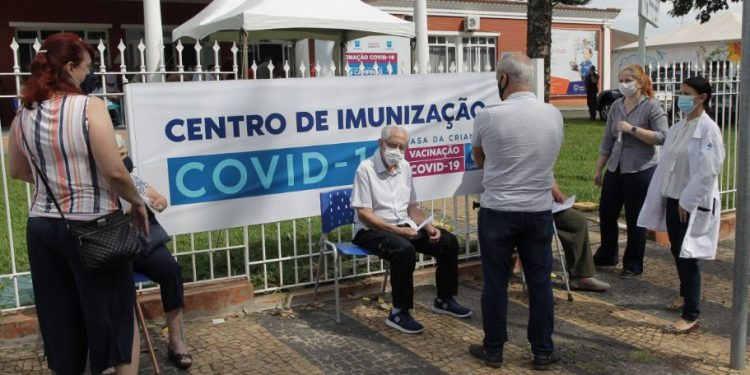 Campinas retoma agendamento de vacinação após receber novas doses - Foto: Leandro Ferreira/Hora Campinas