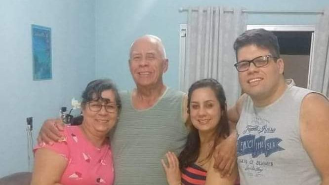 A ex-prefeita de Paulínia, Vanda Camargo (esq.), ao lado do marido e o filho, Vinícius (dir.). Três mortes decorrentes da Covid-19. Foto: Divulgação