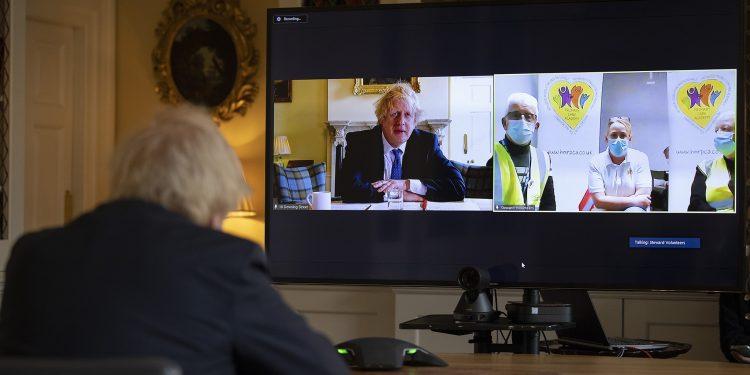 Primeiro-ministro britânico, Boris Johnson, participa de conferência como voluntários engajados na luta contra a Covid-19 Foto Simon Dawson/Fotos Públicas
