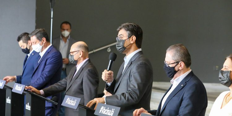 Coletiva de imprensa em que o governo estadual anunciou o avanço à fase vermelha do Plano SP. Foto: Divulgação