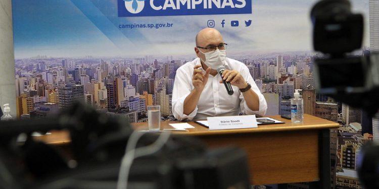 Prefeito Dário Saadi durante coletiva on-line: em busca ações inovadoras e integradas Foto: Manoel de Brito/PMC