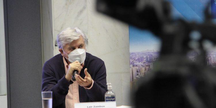 O secretário municipal da Saúde, Lair Zambon, prevê alívio na pandemia se o cronograma de vacinas for respeitado. Foto: Manoel de Brito/PMC