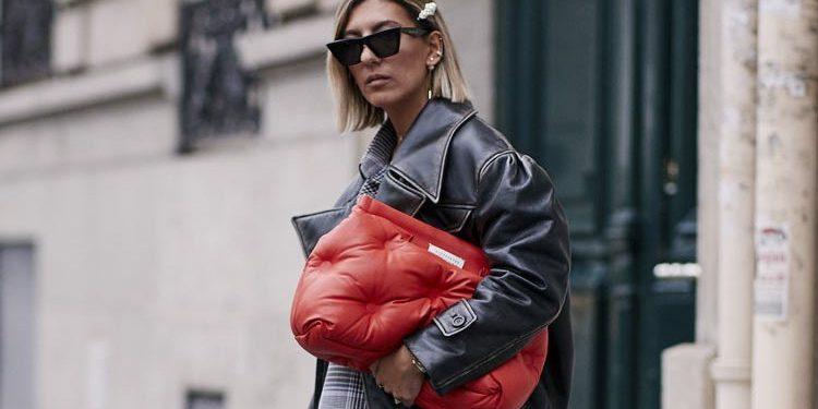 As bolsas acolchoadas nas versões maxi ganharam o foco fashionista graças à Maison Margiela - Fotos: Divulgação
