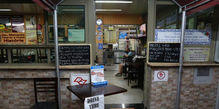 Bares e restaurantes só poderão retormar o atendimento presencial, e de forma parcial, a partir do próximo dia 24. Foto: Leandro Ferreira/Hora Campinas