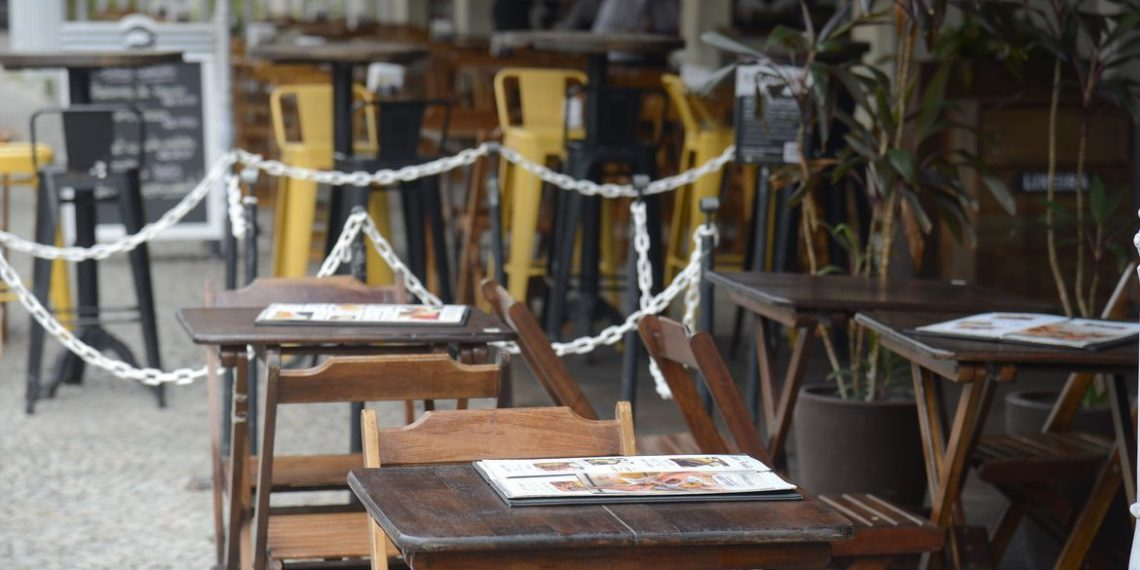 Mesas vazias e estabelecimentos fechados: angústia dos proprietários com as contas e a sobrevivência do negócio Foto: Thomaz Silva/Agência Brasil