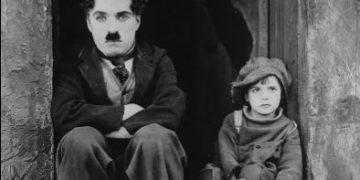 """Charlie Chaplin no filme """"O garoto"""" - Foto: Reprodução"""