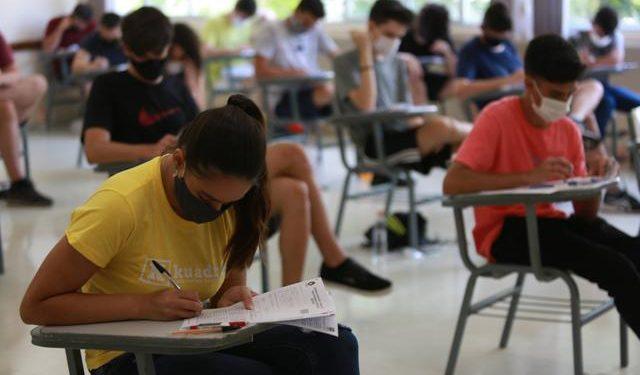 Estudantes fazem prova de vestibular: Sisu está com inscrições abertas-Foto: Leandro Ferreira/HoraCampinas
