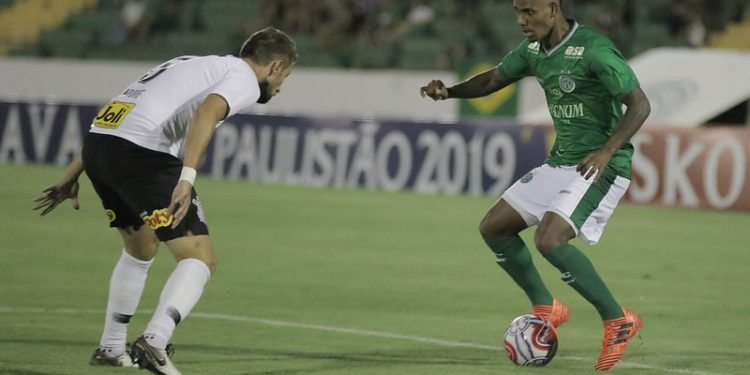 Lance do último confronto entre as duas equipes, em 2019, pelo Paulistão Foto: Letícia Martins/Guarani Press