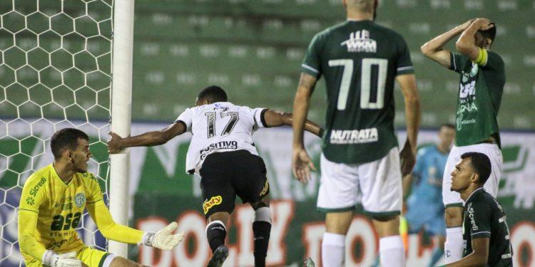 Cauê celebra o único gol da partida, após a bola bater na trave em cruzamento de Léo Natel Foto: Rodrigo Coca/Agência Corinthians
