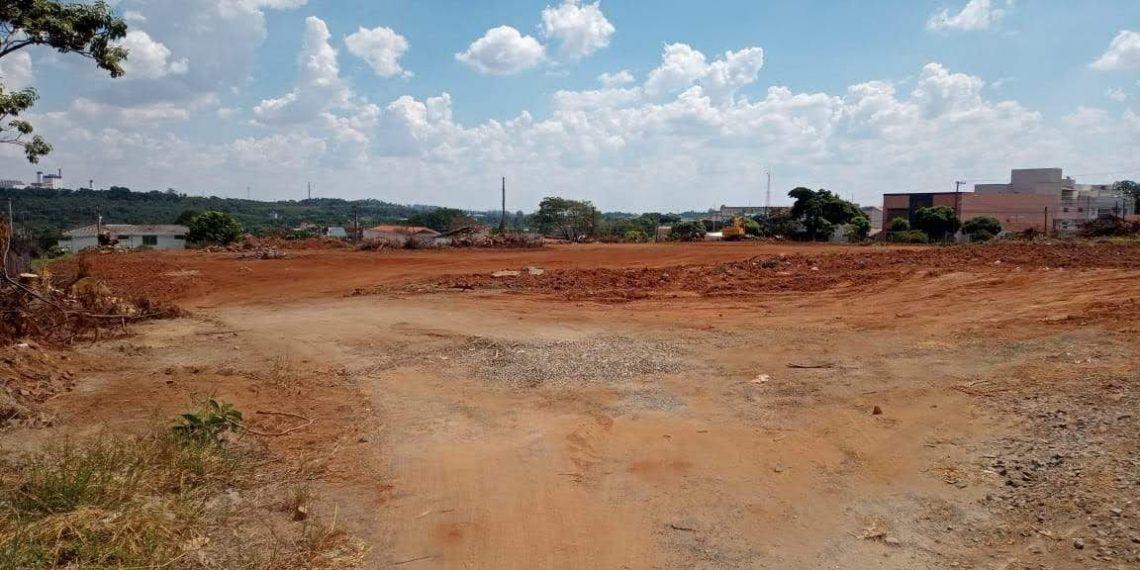 Área que abrigou por décadas o Campo do Padre passa por terraplenagem e acerto do terreno para abrigar investimento comercial Foto: Marcelo Pereira/Hora Campinas