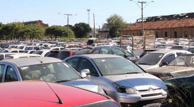 Leilão realizado pelo Detran SP: carros e motos com ou sem direito à documentação - Foto: Arquivo/ Emdec