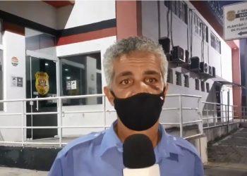 Motorista Valdo Oliveira narra ao canal 24 Horas no Ar, do jornalista Wágner Souza, a agressão que sofreu do passageiro: covardia e truculência na pandemia Foto: Reprodução