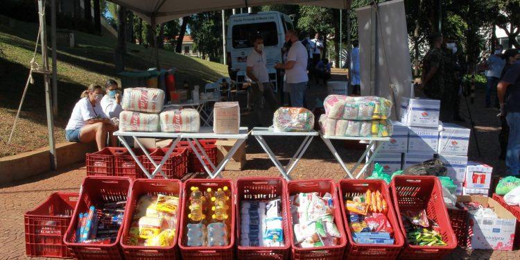 Donativos estão sendo recebidos na entrada do Paço pela Rua Barreto Leme, em iniciativa que vai ajudar famílias em vulnerabilidade Foto: Leandro Ferreira/Hora Campinas