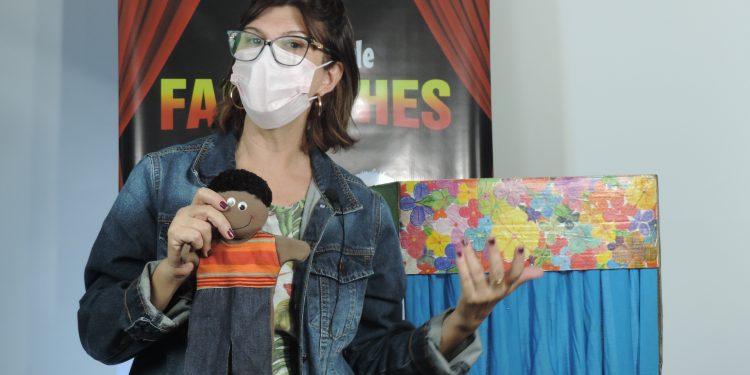 A capacitação dos profissionais para o Teatro de Fantoches foi realizada de forma on-line. Foto: Divulgação