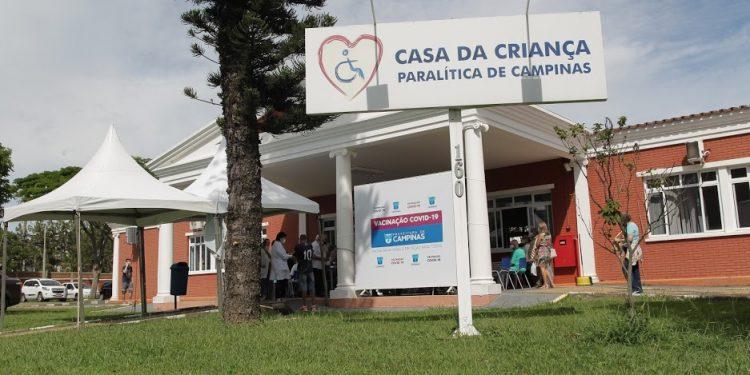 A Casa da Criança Paralítica é também posto de vacinação contra a Covid-19. Foto: Leandro Ferreira/Hora Campinas