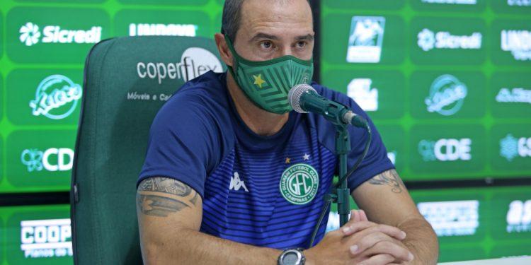 O técnico do Guarani Allan Aal  durante coletiva  Foto: Thomaz Marostegan/Guarani FC