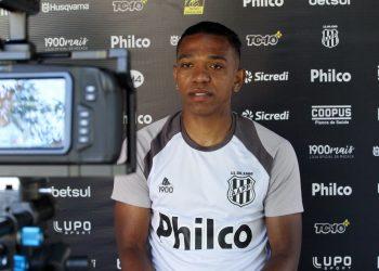 Niltinho estreou contra o Criciúma, na última quinta-feira, a 30 minutos do final do jogo. Foto: Ponte Press/Diego Almeida