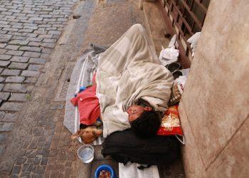 Moradores de rua ganham um espaço para poder guardar objetos pessoais. Foto: Leandro Ferreira