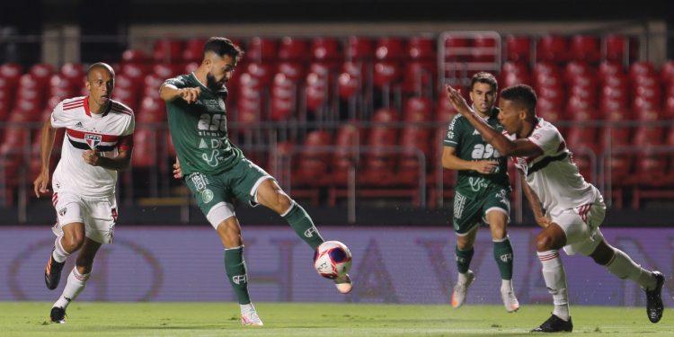 O Guarani começou a partida dominando e levando perigo ao gol do Tricolor.  Thomaz Marostegan/Guarani FC.