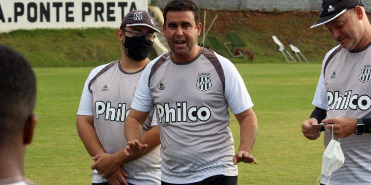 O técnico Fabinho Moreno disse que os jogadores ralaram muito para conseguir a vitória. Foto: Ponte Press/Diego Almeida