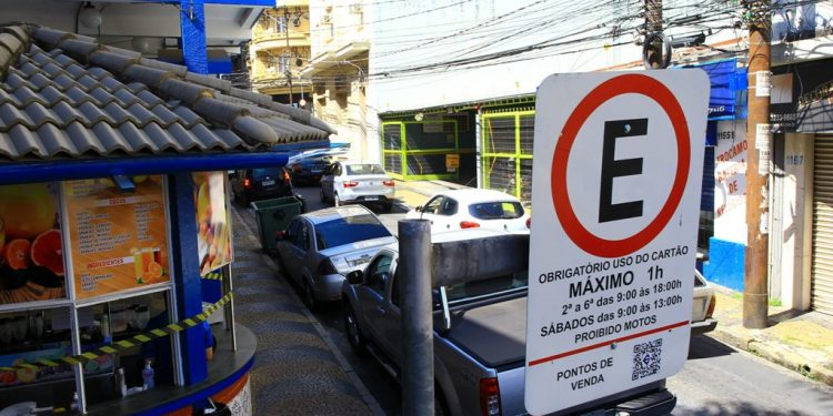 Pagamento de Zona Azul estava suspenso desde o final de março - Foto: Leandro  Ferreira/Hora Campinas