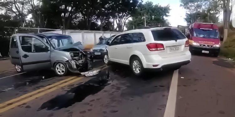 Carros envolvidos no acidente em Barão Geraldo, no começo da tarde desta quinta-feira (22). Foto: Divulgação