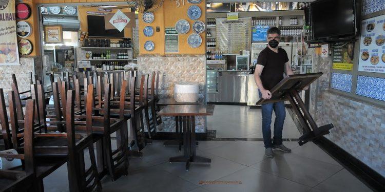 O setor de bares e restaurantes ainda sente os reflexos da primeira onde de Covid-19. Leandro Ferreira/Hora Campinas