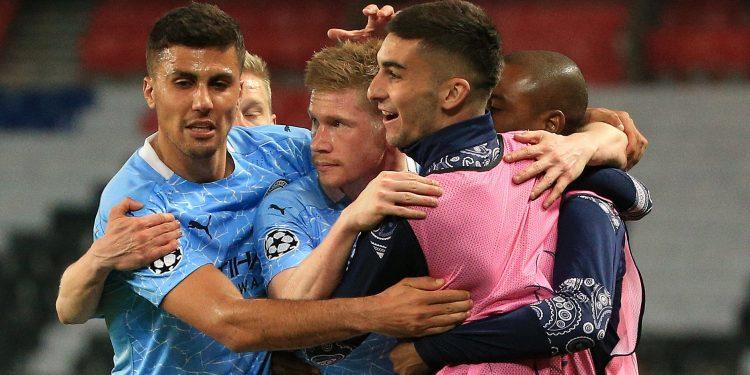 Jogadores do Manchester City comemoram o gol em cima do PSG. Foto: Uefa