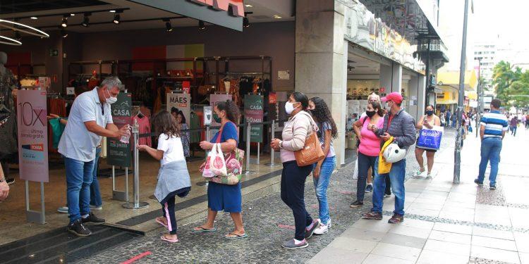 Loja na Rua 13 de Maio, no centro de Campinas, começa a receber clientes após flexibilização Foto: Leandro Ferreira/Hora Campinas