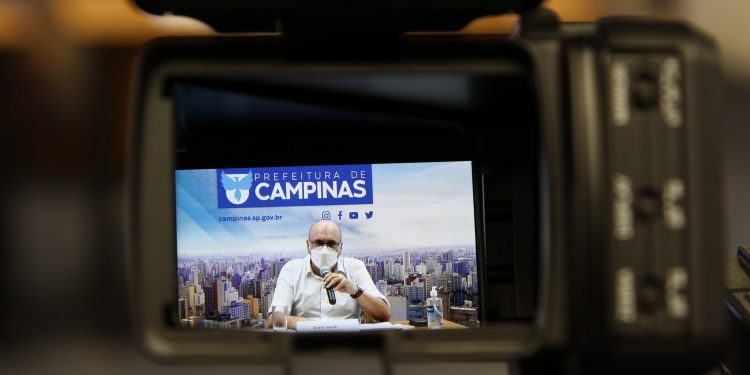 O prefeito de Campinas, Dário Saadi , durante entrevista coletiva na sexta-feira (16), em que anunciou medidas de combate ao coronavírus. Foto: Divulgação\ PMC