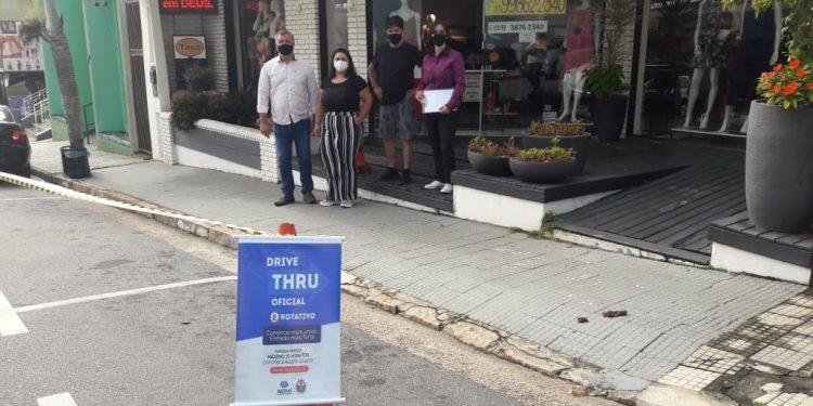 Vagas de estacionamento de Zona Azul no centro de Vinhedo passa a ter outra função: pandemia obriga prefeitura e comércio a se adaptarem. Foto: Divulgação