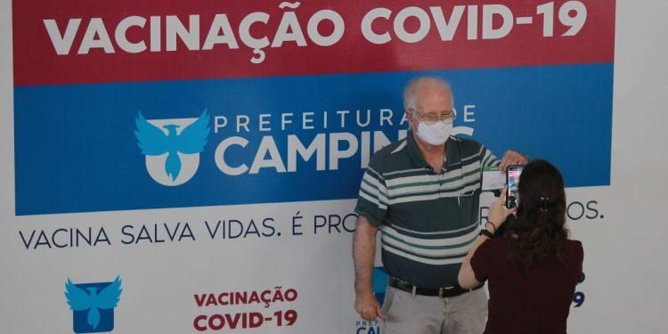 Teve inicio nesta 2ª feira o programa de vacinação para o pessoal ligado à Educação: expectativa é imunizar perto de 3.500 servidores Foto: Leandro Ferreira/Hora Campinas