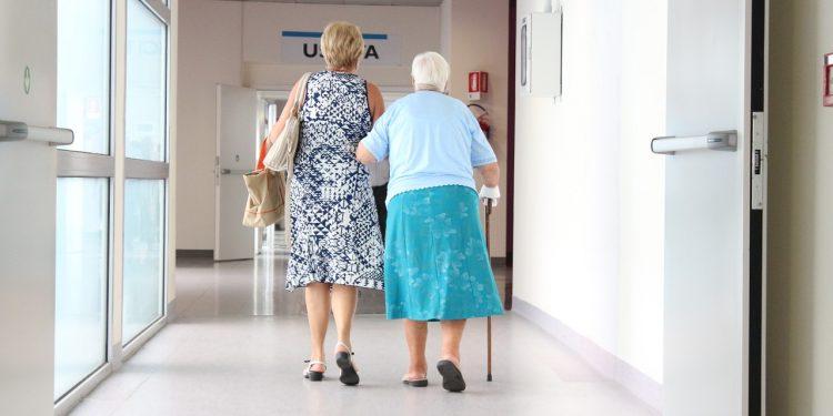 Os idosos da faixa etária entre 90 e 99 anos representavam, em média, 7,1% do total de mortos pela Covid-19 desde o início da pandemia e nos primeiros dias de abril, representam 2,1% . Foto: Pixabay