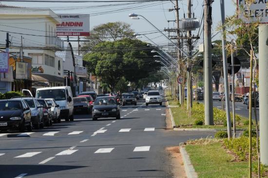 Avenida Presidente Kennedy, em Indaiatuba: cidade decidiu adotar auxilio emergencial municipal para reduzir danos da pandemia. Foto: Divulgação