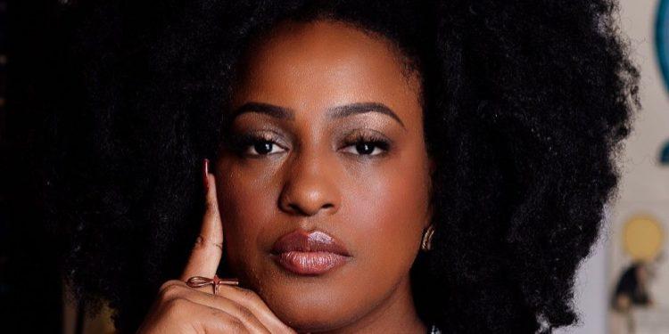 """Katiúscia Ribeiro falava sobre """"A filosofia Africana e o Racismo estrutural"""". Foto: Reprodução/Instagram"""