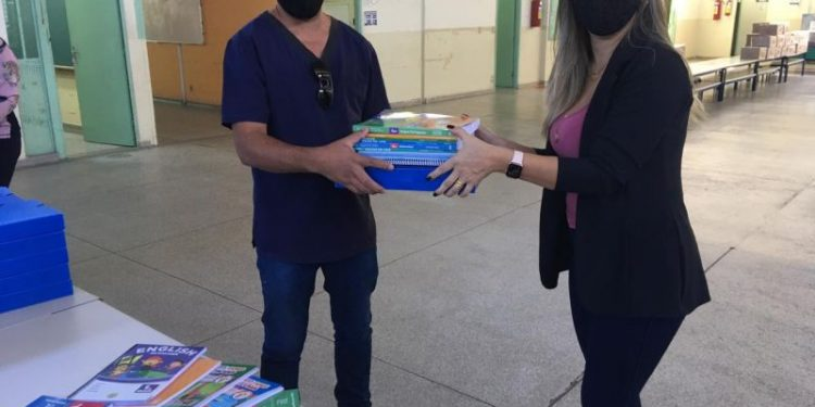 Kit escolare que começou a ser entregue aos alunos na cidade de Hortolândia. Foto: Divulgação