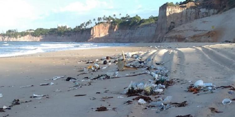 Parte do lixo acumulado em praias do Rio Grande do Norte: origem ainda é desconhecida. Foto: Divulgação