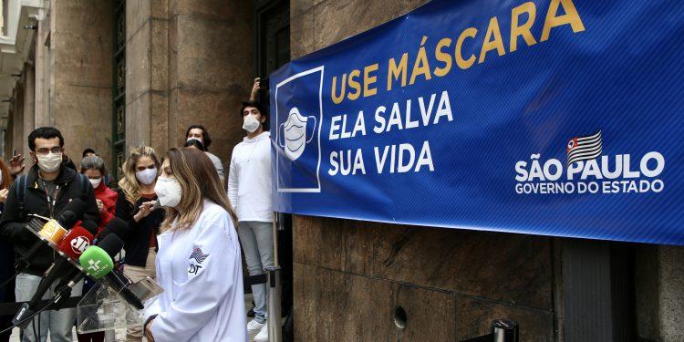 O uso de máscaras continua sendo recomendado pelas autoridades sanitárias mesmo depois da imunização completa. Foto: Divulgação