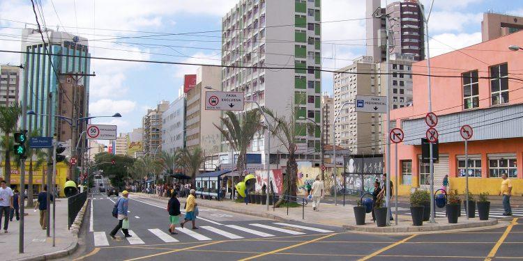 Avenida Moraes Salles, no centro da cidade. Avenida vai receber novos trechos de faixas exclusivas para os ônibus.  Foto: Divulgação